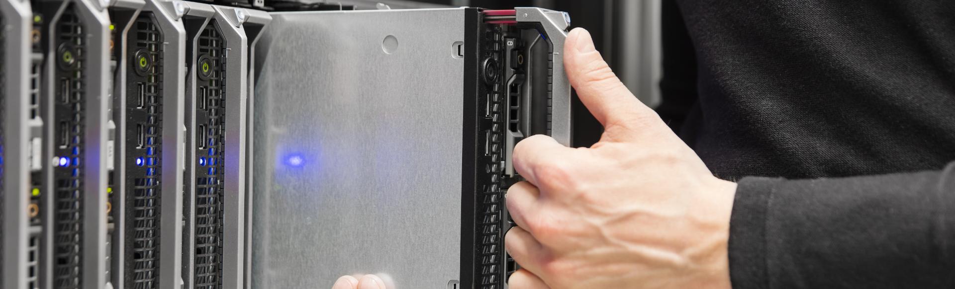 blade-server-installation-in-large-datacenter-2021-04-02-20-18-54-utc.png