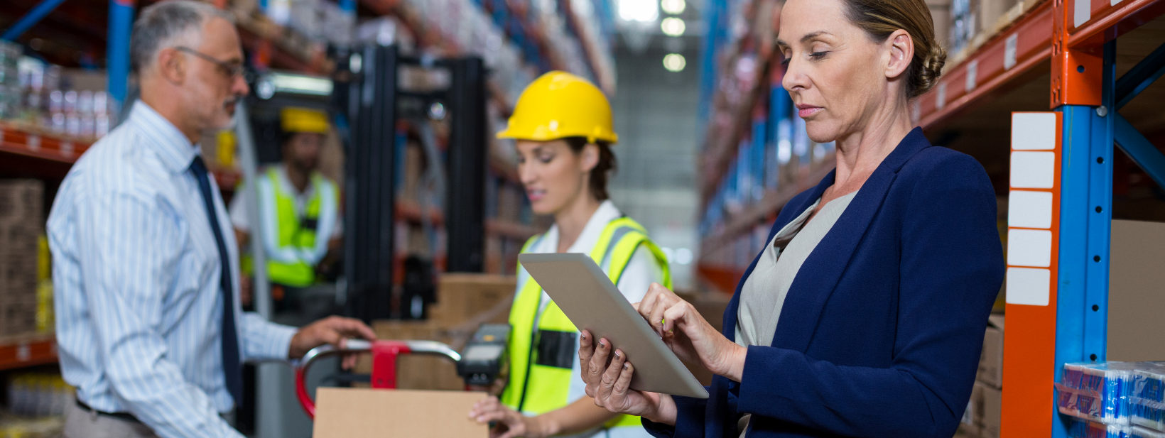 warehouse-manager-using-digital-tablet-39DBC9R.png